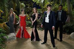 Carter Jenkins, Niki Koss, Katelyn Tarver, Bella Thorne, and Keith Powers in Famous in Love Love Images, Love Photos, Famous In Love Freeform, Bella Thorne Movies, Shawn Christian, Messed Up Hair, Empowering Songs, Love Tv Series, Drama Tv Shows