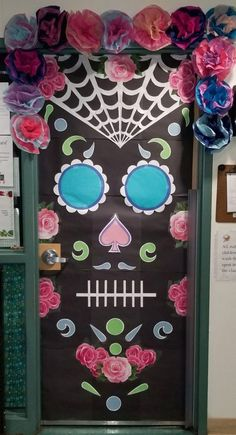 halloween door decorations Easy and Creative Halloween DIY Door Decorations at School ~ Home Design Ideas Halloween Classroom Door, Theme Halloween, Halloween Door Hangers, Spooky Halloween, Halloween Crafts, Halloween Bulletin Boards, Spirit Halloween, Halloween Halloween, Vintage Halloween