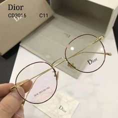 Round Lens Sunglasses, Cute Sunglasses, Glasses Frames Trendy, Glasses Trends, Glasses For Your Face Shape, Accesorios Casual, Fashion Eye Glasses, Trending Sunglasses, Eyeglasses