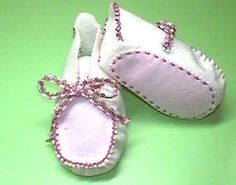 1st step baby shoes -- more like baby mocs with room for toes -- see pdf pattern here: http:// 1ststepshoes. com/babyshoe/size9.pdf -- sewists can figure out how to sew it together