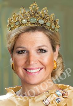 A tiara of gold and chrysoprase