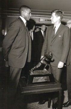 Ernie Davis - Football Phenom From Syracuse Syracuse Football, Dallas Football, Syracuse University, College Football, American Football League, National Football League, Ernie Davis, Derrick Thomas, Jim Brown