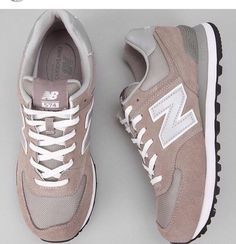 New sneakers outfit women style new balance Ideas Sock Shoes, Cute Shoes, Me Too Shoes, Shoe Boots, Shoes Sandals, Ugg Boots, Sneakers Mode, Sneakers Fashion, Fashion Shoes