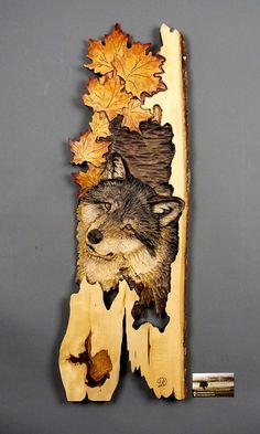 Loup Sculpté sur Bois Avec feuilles d'érables par DavydovArt