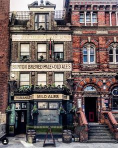 London is jam packed with beautiful buildings but I always have a soft spot for a good old fashioned boozer! If the walls in this pub could… City Of London, Old London, Big Ben London, London Life, London Food, London East End, Best London Pubs, London House, London Places