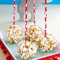 Popcorn Clusters are a fun snack for your child! Tapas, Food On Sticks, Stick Food, Circus Carnival Party, Circus Theme, Classroom Treats, Classroom Birthday, Popcorn Balls, Easy Party Food
