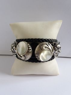 "LOUP BRACELET. Bracelet homme loup 3 rangs ""WOLF"" : Bijoux pour hommes par les-creations-uniques-de-michel-nala Michel, Wolf, Creations, Pearl Earrings, Pearls, Etsy, Jewelry, Fashion, Male Jewelry"