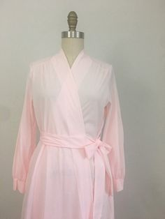 5e0d3cf8b 1960s Pale Pink Dressing Gown by Miss Elaine Size Small