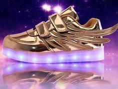 LED-sko i gull.  LED-skoene finner du i nettbutikken ledtrend.no. Prisene på ledskoene varer varierer fra 599-, og oppover, GRATIS frakt på alle varer. Vi har mange forskjellige LED-sko, ta en titt da vel? på: www.ledtrend.no
