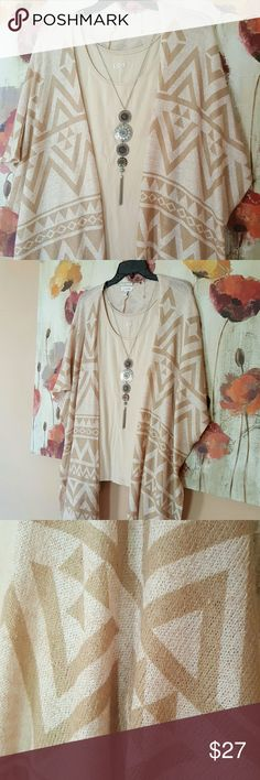 """🌂FALL SALE! 🌂BEIGE/CREAM KIMO Beautiful lightweight sweater kimo, perfect for fall. Length is 30"""" materials are 72% polyester, 23% rayon and 6% spandex. This item has only been used one time. Excellent condition. Tank top and accessories not included. Charming Charlie Sweaters Shrugs & Ponchos"""