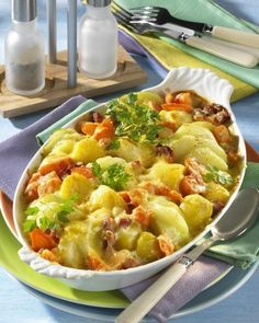Unser beliebtes Rezept für Kartoffel-Kohlrabi-Auflauf mit gekochtem Schinken und mehr als 55.000 weitere kostenlose Rezepte auf LECKER.de.