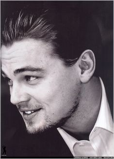 Leonardo DiCaprio - he has aged into a very handsome man and accomplished actor Hot Actors, Actors & Actresses, Hottest Actors, Look At You, How To Look Better, Star Hollywood, Leonardo Dicaprio Photos, 3 4 Face, Actrices Hollywood