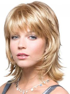 If you have a hair texture that falls somewhere in between straight and curly, and you don't know what cut that suit you, try short shag hairstyles. Here are our collections of short shag hairstyles, perfect for medium - short hair. Medium Shaggy Hairstyles, Medium Shag Haircuts, Shaggy Haircuts, Short Layered Haircuts, Haircuts For Fine Hair, Haircuts With Bangs, Straight Hairstyles, Layered Hairstyles, Short Hairstyles