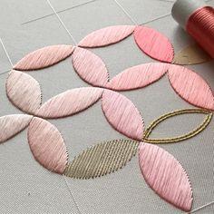 (14/40) 配色のアクセント(というか帳尻合わせ)にゴールド(*´꒳`*) #日本刺繍 #japaneseembroidery #刺繍 #embroidery 25分で終わるわけない…