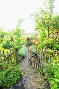 It's only mid January and I'm already dying to get out and garden! This beautiful website/blog is lovely to peruse and help you dream of things to come! #potagergarden