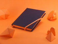 #Cuaderno #Design #Color #Fluo #Orange #Naranja #HechoAMano #Regalo #Notebook #Journal #Sketchbook #stationery Cuadernos cosidos a mano de tapa dura coqueto y divertido que le da un toque especial a tu look.Ideal para llevar en la cartera, mantenerte organizada y que no se te olvide ni una idea.  http://www.macaron.com.ar