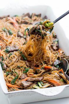 Japchae (Korean Stir Fried Glass Noodles) Momsdish - One pot rezepte Veggie Yakisoba Recipe, Yakisoba Noodles Recipe, Stir Fry Recipes, Noodle Recipes, Beef Recipes, Cooking Recipes, Family Recipes, Healthy Recipes, Cooking