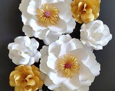 Coiffures pour enfants avec des fleurs fraГ®ches Г l'obtention du diplГґme