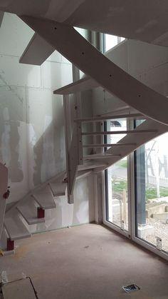 13. April 2016 Einbau der Treppe #Stromspeicher #Photovoltaik #ungerpark #musterhausausstellung #hausbau #KfWEffizienz40Plus #NeubauMusterhaus #Leipzig #Musterhaus #OKAL #treppe