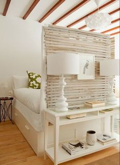 kleines schlafzimmer inspiration mit sichtschutzwand aus holzbrettern und weiße… small bedroom inspiration with privacy wall made of wooden boards and white bed ikea with drawers. Small Apartment Decorating, Apartment Design, Apartment Therapy, Ikea Studio Apartment, Cozy Apartment, Bedroom Apartment, Apartment Ideas, Apartment Interior, Apartment Kitchen