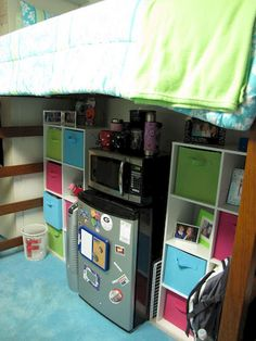 Clever dorm room organization ideas (33)