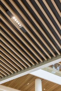 Nordea Headquarter Oslo Norway Client: Nordea Bank Norge Architectural Project: Zinc Interior Architects Pilot Arkitekter (former ToTo Arkitekter) Lighting products: iGuzzini Illuminazione Photo: ZINC - Thomas Gundersen Wood Slat Ceiling, Wooden Ceiling Design, Wooden Ceilings, False Ceiling Design, Wood Slats, Ceiling Tiles, Ceiling Decor, Led Ceiling Lights, Timber Battens