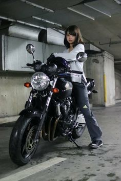 Classic Cars – Old Classic Cars Gallery Old Classic Cars, Classic Bikes, Lady Biker, Biker Girl, Motorbike Girl, Motorcycle Girls, Honda Grom, Retro Bike, Japan Woman