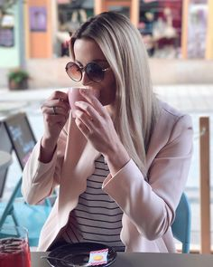 Coffee time  #coffee #bagellounge_kv #coffeetime #coffeeaddict #love #pink #blondie #blogger #bloger #czechgirl #girl #karlovyvary #carlsbad #czech #l4l #likeforlike #like4like #pictureoftheday #followme