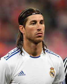 Ya en España es 30 de Marzo. Felicidades a Sergio Ramos que cumple 26 añitos. Ole tu madre, que te ha hecho peazo de guapetón.