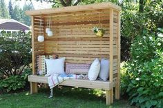 How to build a garden privacy nook to make your outdoor space more livable and relaxing. Diy Garden Furniture, Diy Outdoor Furniture, Outdoor Decor, Furniture Plans, Backyard Patio, Backyard Landscaping, Diy Patio, Diy Pergola, Outdoor Spaces