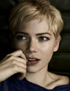 """Michelle Williams """"I cut it for the only straight man that has ever liked short hair and I wear it in memoriam of someone who really loved it."""" Michelle Williams talking about her pixie cut and Heath Ledger. Pixie Hairstyles, Cool Hairstyles, Pixie Haircuts, Short Hair Cuts, Short Hair Styles, Pixie Cuts, Short Pixie, Short Bangs, Asymmetrical Pixie"""