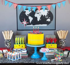Una mesa de dulces muy divertida para una fiesta vuelta al cole... ¡sin dulces! / A fun sweet table for a back-to-school party... without sweets!