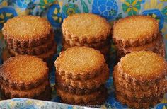 Although galletas Marías are popular cookies in Central America, they can also be found all over the world. They are dry, round, and sweet—similar to graham crackers in the United States. American Cookie, American Food, Maria Cookies Recipe, Hispanic Desserts, Cookie Recipes, Dessert Recipes, American Desserts, Tres Leches Cake, Popular