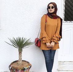 Striped pants and ruffle blouses hijab outfits – Just Trendy Girls Hijab Fashion Summer, Street Hijab Fashion, Muslim Fashion, Modest Fashion, Hijab Outfit, Hijab Dress, Mode Outfits, Fashion Outfits, Hijab Fashionista