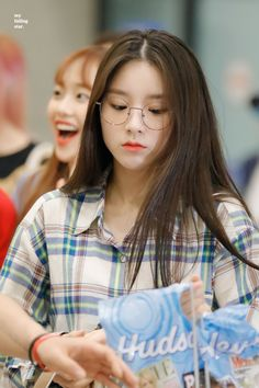 LOONA-HeeJin 190820 LAX - Incheon Airport