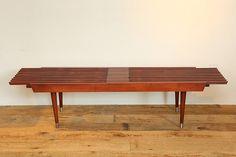 ヴィンテージのコーヒーテーブルです。 伸縮タイプですが、小ぶりなテーブルとなります。  ACME目黒通り店商品。