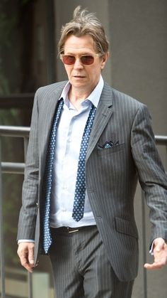 Why is the tie untied. J Star, Tim Roth, Romantic Pictures, Gary Oldman, British Actors, Gisele, Old Boys, Celebs, Celebrities