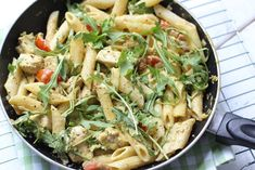 Pasta chicken-pesto sauce - ready in 20 minutes - Delicious and Simple Sausage Pasta Recipes, Beef Recipes For Dinner, Easy Pasta Recipes, Broccoli Recipes, Healthy Chicken Recipes, Vegetarian Recipes, Small Pasta, Salmon Pasta, Greek Dishes