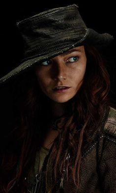 Anne Bonny (Clara Paget)