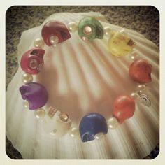 M de glaMour #pulseras #calaveras #howlita #colores #handmade