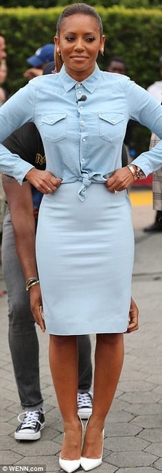 Mel B suffered an almighty wardrobe malfunction on Thursday as she split her sky blue leather skirt while promoting America's Got Talent. Skirt Outfits, Sexy Outfits, Chic Outfits, Fashion Outfits, Mel Brown, Professional Outfits, Spice Girls, Casual Chic Style, Street Style Women