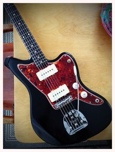 Black 'n' tort Jazzmaster. Fender Electric Guitar, Custom Guitars, Musical Instruments, Classy, Toot, Musicians, Sick, Gallery, Style