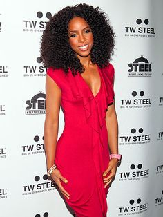 Songbird KELLY ROWLAND looking stunning on Tuesday in NYC while celebrating the launch of her timepiece collection at the TW STEEL party! Celebrity Updates, Celebrity Style, Beautiful Red Dresses, Beautiful Goddess, Kelly Rowland, Female Poses, African American Women, Celebrity Dresses, Big Hair