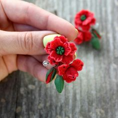 Red poppy Dangle earrings made of Polymer Clay. Style summer jewelry for ladies #handmadejewelry