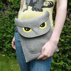 Owl iPad Air / 2 / 3 / 4 felt case by BoutiqueID on Etsy Ipad Air 2, Fabric Crafts, Sewing Crafts, Pochette Portable, Owl Purse, Felt Case, Owl Bags, Felt Owls, Owl Crafts
