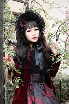 Harajuku Subculture. Gothic Lolita: still in adorable look but mysterious when everything's in dark.