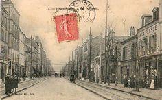 IVRY-SUR-SEINE  Ivry est traversée par l'ex-RN 19, où circulaient les tramways de la CGPT puis de la STCRP, ancêtres de la RATP, dont les voies étaient, vers 1907, établies hors de la chaussée.  Gautret 53 - IVRY-SUR-SEINE - Rue Nationale.JPG