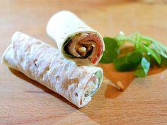 Wraps met parmaham, mozzarella en tomaat Wrap Recipes, Lunch Recipes, Healthy Recipes, Food To Go, Food And Drink, Pita Wrap, Mozzarella, Lunch Wraps, Appetizers For Party