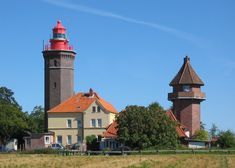 Leuchtturm Dahmeshöved, rechts der Marinebeobachtungsturm von 1939, Ostsee, Germany