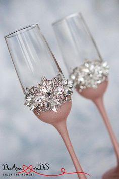 Personalized Champagne Flutes, Rose Gold Wedding Toasting Glasses, Wedding Champagne Flutes, Silver Toasting Flutes, Bride and Groom in 2019 Wedding Toasting Glasses, Wedding Champagne Flutes, Toasting Flutes, Gold Champagne, Champagne Glasses, Best Man Wedding, Wedding Gifts, Luxury Wedding, Wedding Ideas